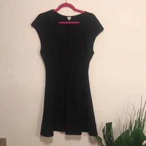 Wilfred sz 10 black midi dress with capped sleeve